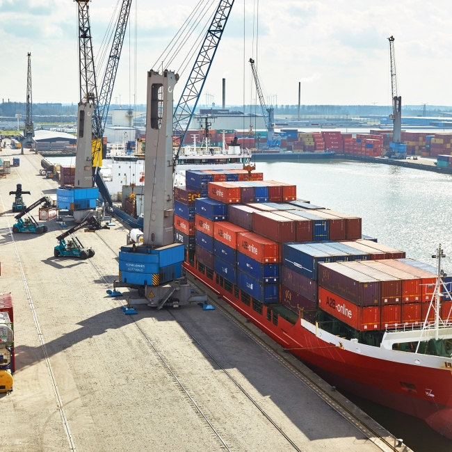 Container handling at a harbor