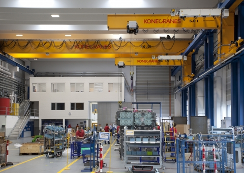 10 ways to help improve overhead crane safety