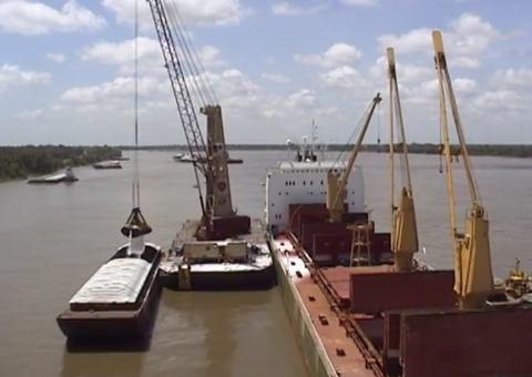 Cranes on barge in midstream operation