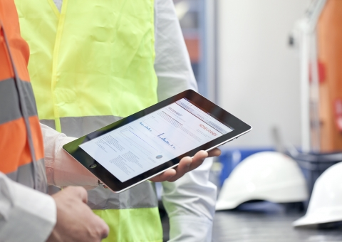 Real-time service with TRUCONNECT | Konecranes