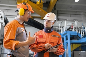 Konecranes technicians shows customer yourKONECRANES