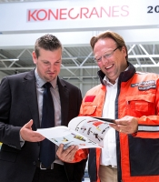 Konecranes expert consults with customer